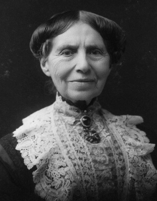 Clara-Barton-1904.jpg